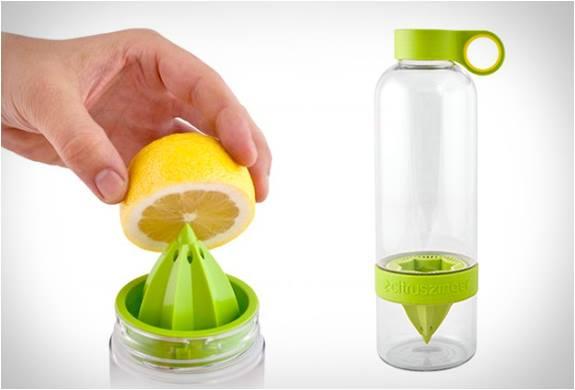 Waterfles met citruspers